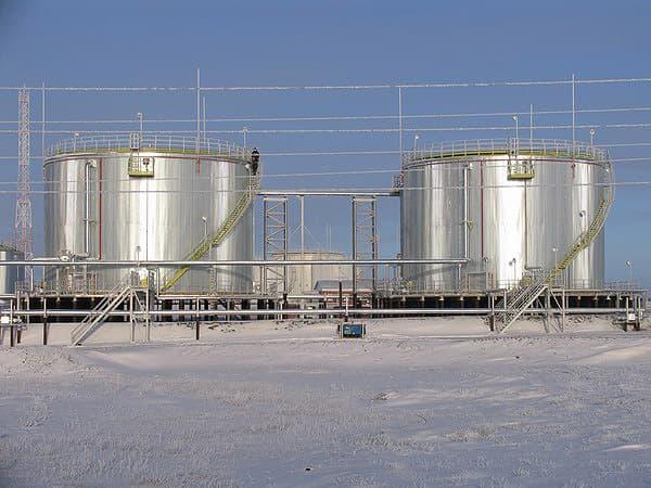 Емкости с нефтепродуктами фото